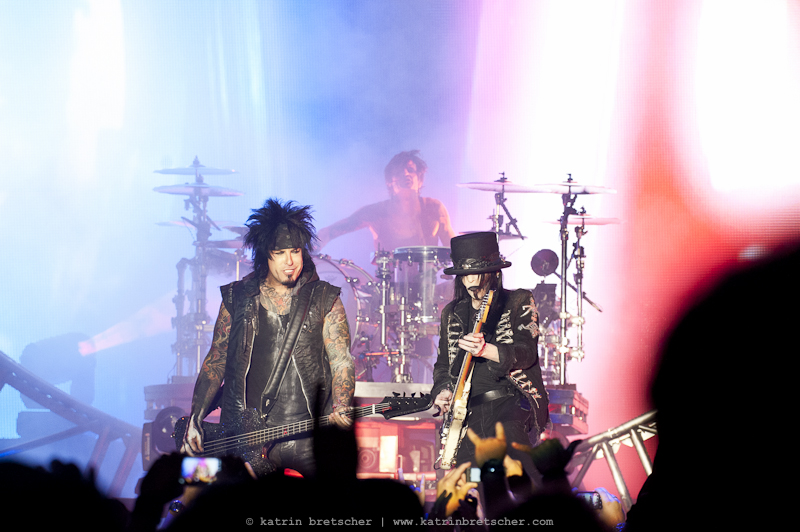 Live concert photo of Mötley Crüe performing in Basel (photo by professional rock photographer Katrin Bretscher from Zurich, Switzerland)